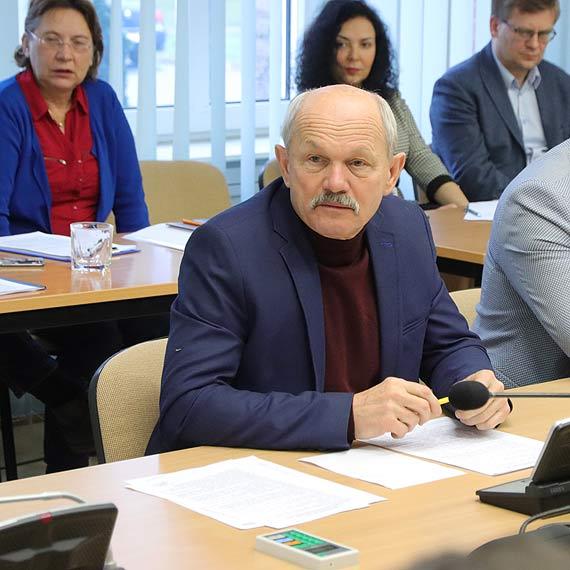 Andrzej Mrozek: wykonawca dawno już stracił wiarygodność. Michalska: Liczymy się z możliwością wyłonienia nowego!