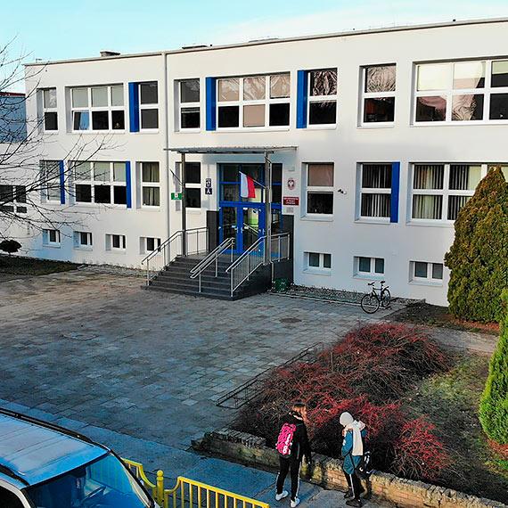Koronawirus w kolejnej szkole